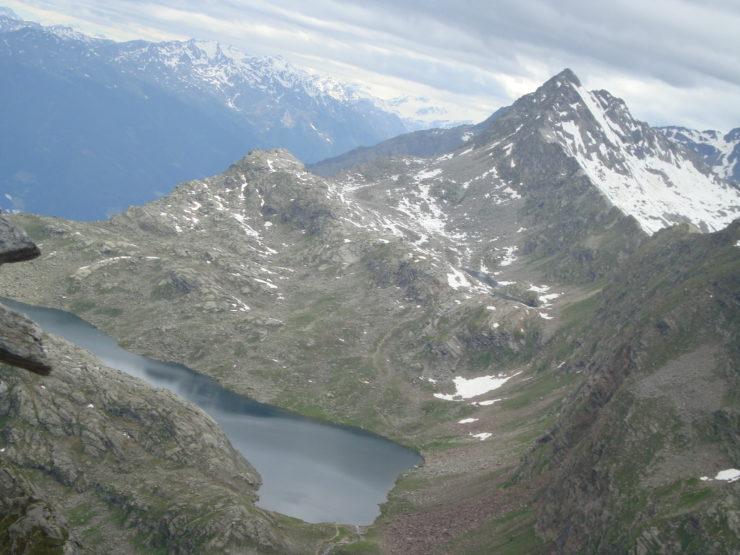 Langsee und Milchseen mit Tschigat (3006m) Weiter hinten Ortlergruppe und Hasenöhrl