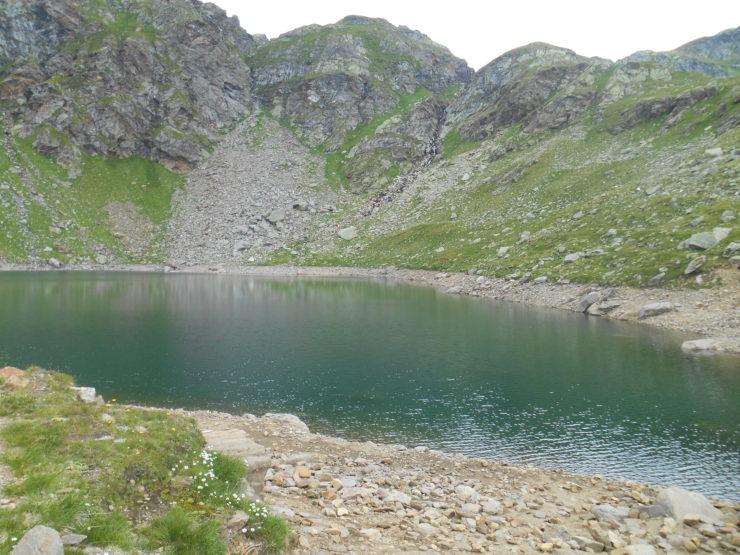 Am Ufer des Grünsees im Spronsertal Tirol Südtirol
