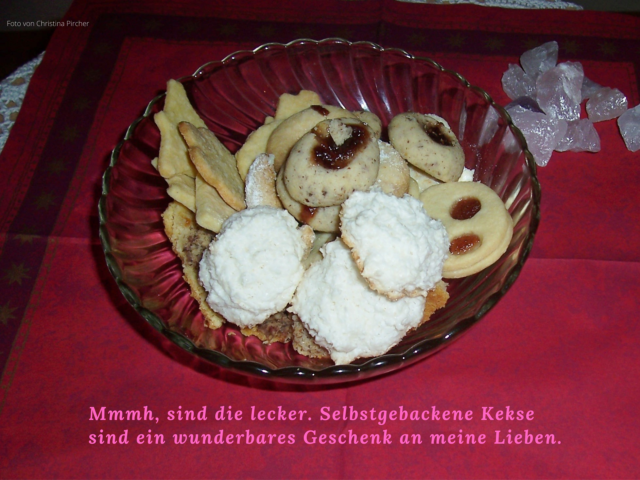 Verschiedene Kekse, Kokosflocken, normale Ausstecher, Husarenkrapflen, Spitzbuam, Vaniliegipfeln